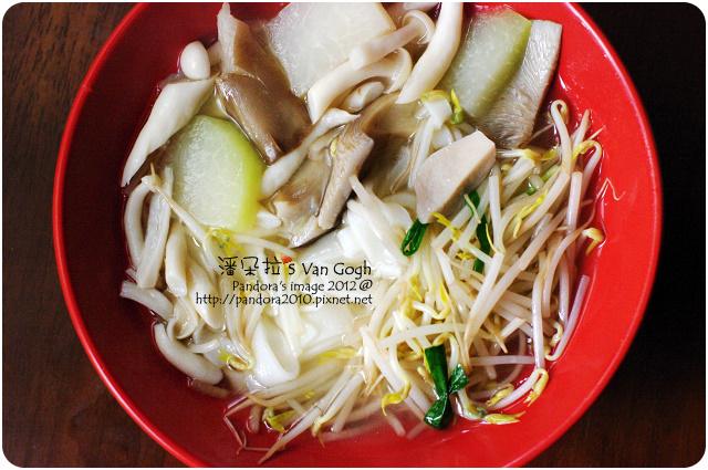 2012.01.01-豆芽菇菇湯粄條
