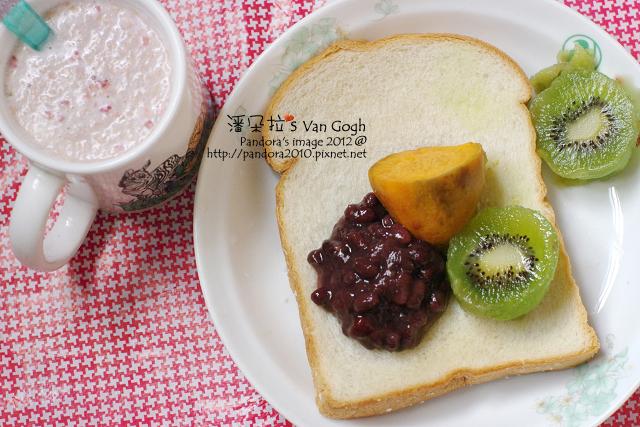 2012.04.17-(全家)軟厚片土司、地瓜、蜜紅豆、奇異果、(桂格)草莓歐蕾麥片