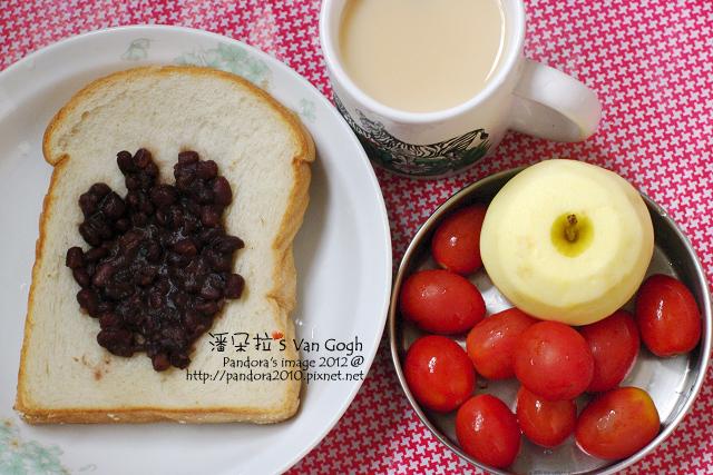 2012.04.24-(全家)軟厚片土司、蜜紅豆、(統一)原味減糖多多、小蕃茄、蘋果