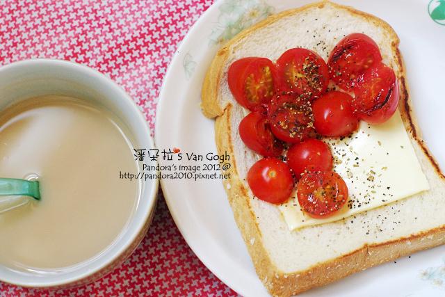 2012.04.25-(全家)軟厚片土司、小蕃茄、(芝司樂)高鈣低脂芝士、(統一)原味減糖多多+蜜紅豆