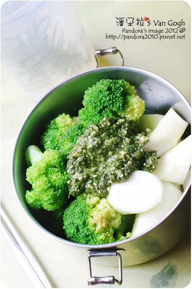 2012.05.07-筊白筍+青花椰菜+松子青醬+胡椒鹽、迷迭香檸檬水