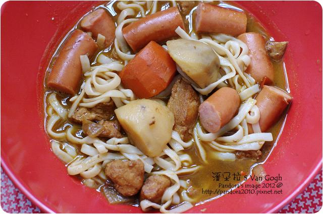 2012.05.26-雞肉咖哩+蒟蒻麵+(統一博客)Q肉丁德國香腸