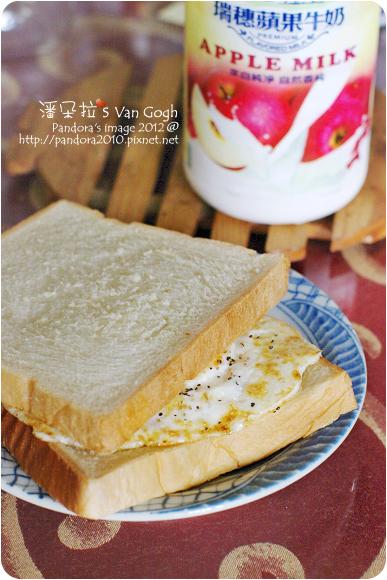 2012.05.30-起司鮪魚蛋三明治、(瑞穗)蘋果牛乳