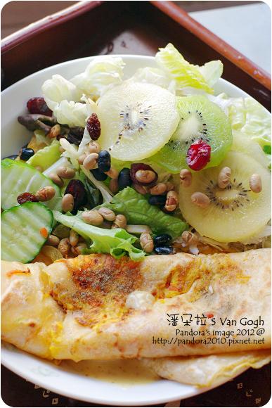 2012.07.15-奇異果、胡蘿蔔起司蛋餅、(7-11)一日野菜-纖果萵苣