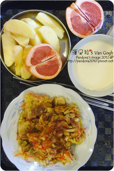 2012.07.26-胡蘿蔔菇菇煎餅、蘋果、葡萄柚、(統一)陽光低糖豆漿