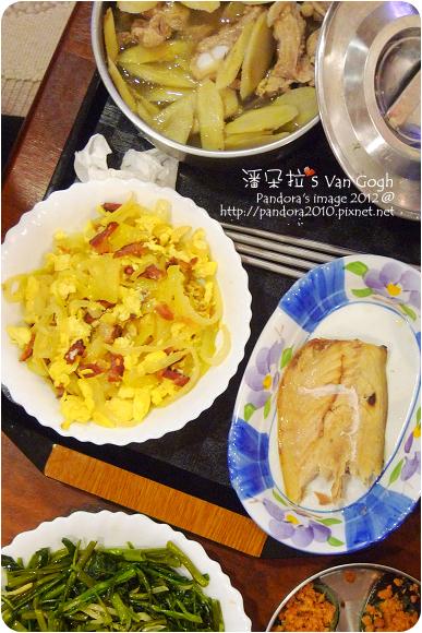 2012.07.27-洋蔥炒蛋、米飯、薄鹽鯖魚、牛蒡排骨湯