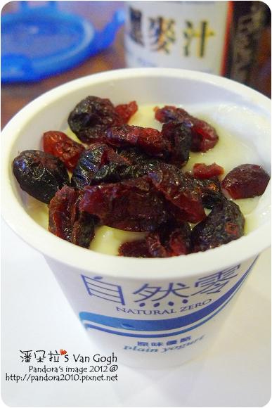 2012.08.01-(福樂)自然零鮮乳優酪100g+(統一生機)蔓越莓乾