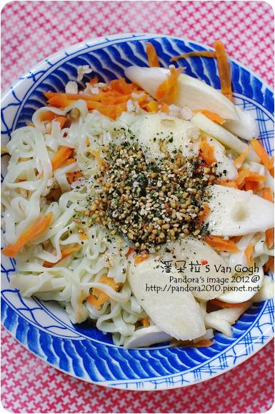 2012.08.13-香鬆橄欖油拌十榖蔬菜麵