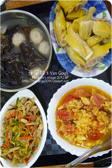 2012.09.09-黑木耳貢丸湯、番茄炒蛋、涼拌彩蔬香雞絲、白斬雞