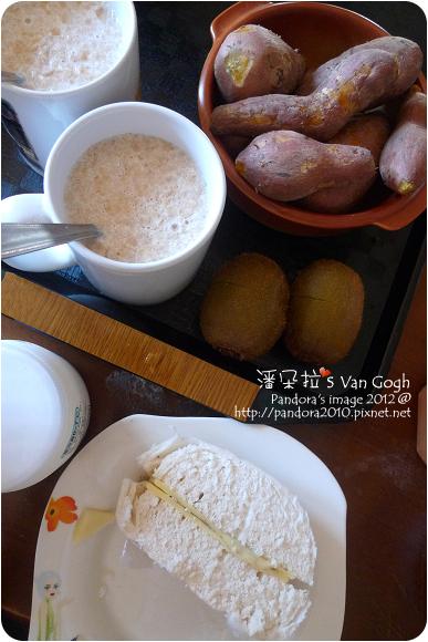2012.10.04-(植物的優)凝態活性發酵乳-原味、起司饅頭、(桂格)北海道鮮奶麥片-特濃鮮奶、奇異果、地瓜