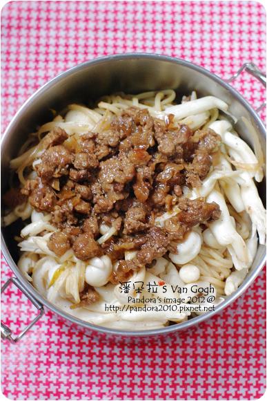 2012.10.13-肉燥拌麵+豆芽菜+白精靈菇