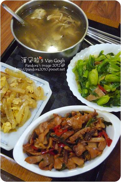 2012.10.15-三杯魷魚、洋蔥炒蛋、炒青江菜、鴻喜菇雞湯