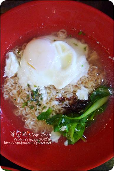 2012.10.16-(統一)肉燥麵+蛋+青菜