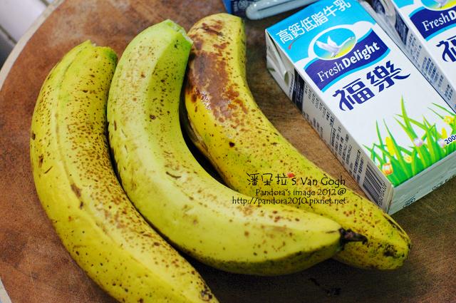 香蕉牛奶。材料