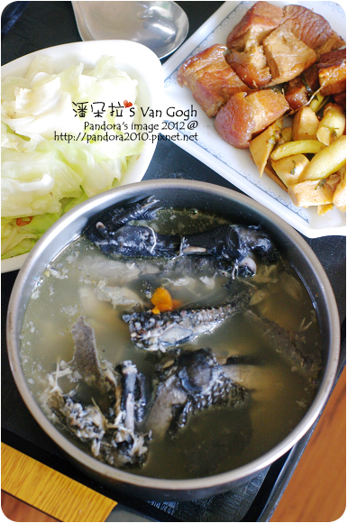2012.11.03-烏骨雞湯、紅燒肉、滷豆干、炒高麗菜