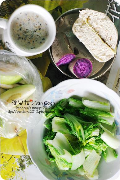 2012.11.14-全麥起司饅頭、地瓜、(桂格)黑穀珍寶穀精、白菜、芭樂