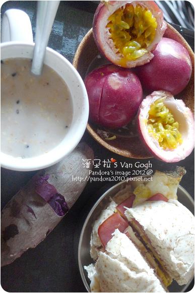 2012.11.15-地瓜、全麥起司饅頭、(桂格)黑穀珍寶穀精、百香果