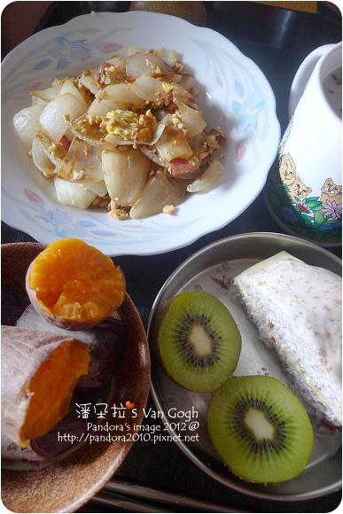 2012.11.16-地瓜、全麥起司饅頭、(桂格)黑穀珍寶穀精、奇異果、洋蔥炒蛋