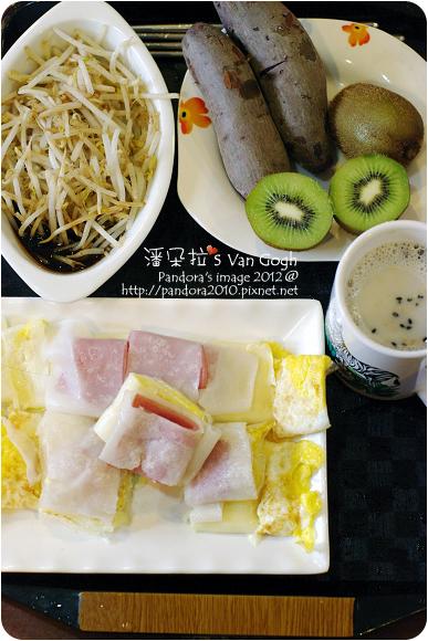 2012.11.20-起司火腿粄條蛋餅、地瓜、(桂格)黑穀珍寶穀精、炒豆芽菜、奇異果