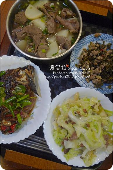 2012.11.21-清燉牛肉蘿蔔湯、酸菜炒肉末、火腿炒高麗菜、紅燒魚