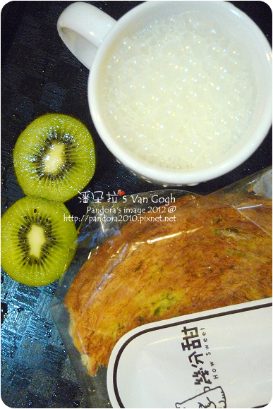 2012.11.27-香蕉牛奶、(幾分甜)麵包、奇異果
