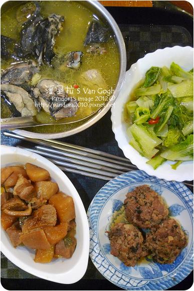 2012.11.27-梅乾菜燒肉丸、炒白菜、蘿蔔封肉、蒜頭烏骨雞湯