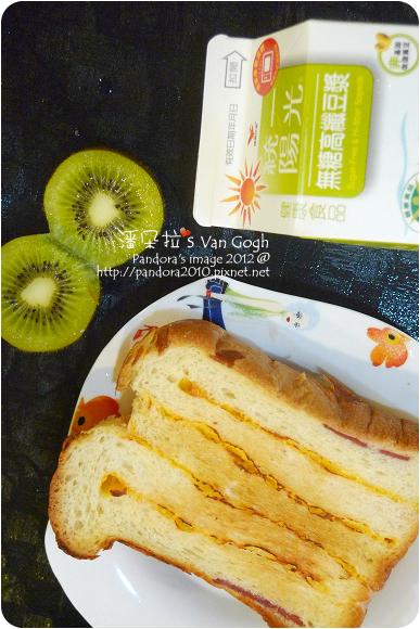 2012.11.28-(胡桃園)起司火腿厚片、奇異果、(統一陽光)高纖無糖豆漿