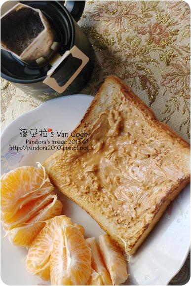 2013.01.16-(伯朗)濾掛咖啡、烤白吐司+(吉比)花生醬、椪柑