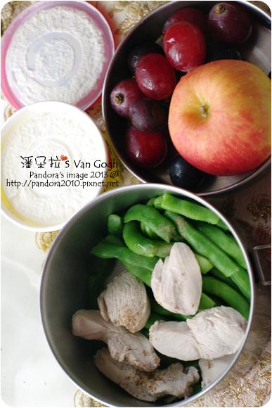 2013.01.16-水煮清雞胸肉、水煮四季豆、蘋果、紅葡萄、(小美)香草冰淇淋
