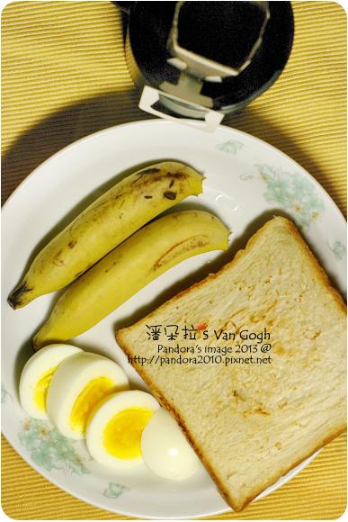 2013.01.17-(伯朗)濾掛咖啡、烤白吐司、水煮蛋、美人蕉