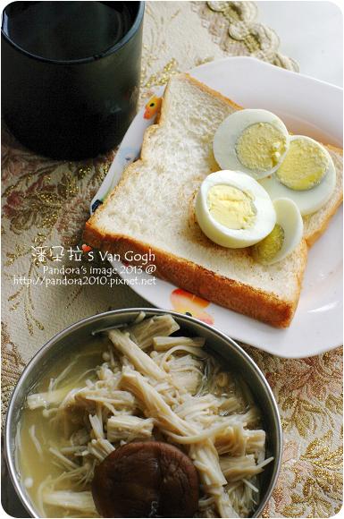 2013.01.18-(伯朗)濾掛咖啡-回沖、烤白吐司、水煮蛋、高湯煮金針菇
