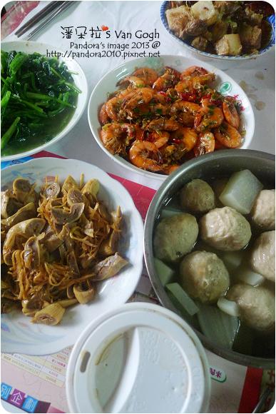 2013.03.03-炒甜蝦、滷生腸、魚丸蘿蔔湯、炒菠菜、客家封肉