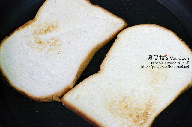 蜜汁雞腿總匯三明治。烤吐司