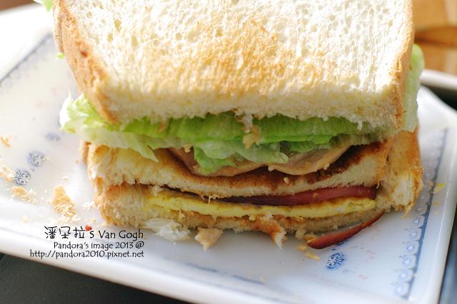 蜜汁雞腿總匯三明治