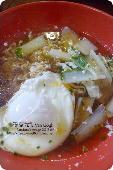 2013.03.14-(味王)原汁牛肉麵+蛋+白菜
