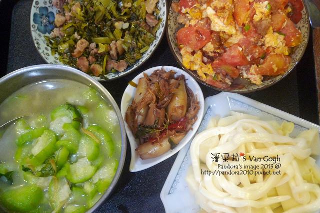 2013.08.05-絲瓜湯、三杯小卷、涼筍沙拉、酸菜肉末、番茄炒蛋.jpg