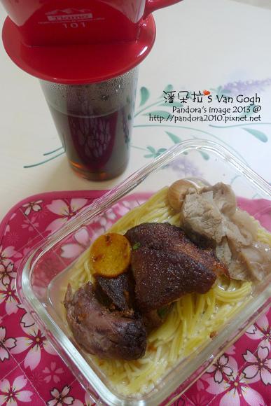 2013.11.26-黑咖啡、豬腳玉米麵.jpg