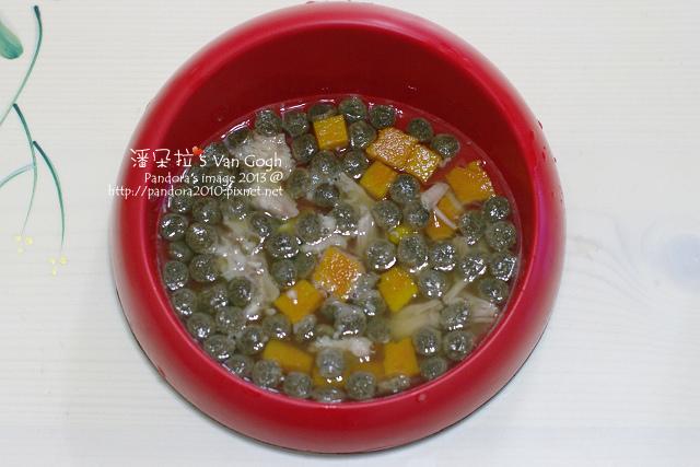 2013.12.17-乾糧、胡蘿蔔排骨湯、肉、南瓜丁.jpg