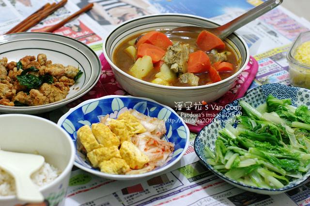 2013.12.18-咖哩湯、香酥雞米花、嫩蛋捲+泡菜、炒小白菜、米飯.jpg