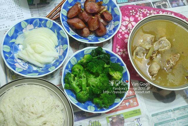 2013.12.19-'麻油雞湯、煎香腸、綠花椰菜、麵線、洋蔥-.jpg