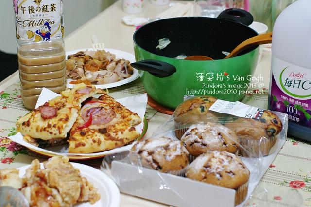 2013.12.21-羊肉爐、pizza、烤雞、馬芬、蘋果派、紅茶、葡萄汁.jpg
