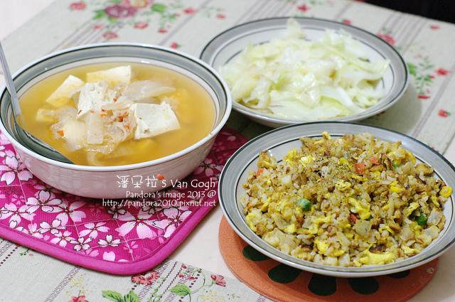 2013.12.25-泡菜豆腐湯、漢堡肉蛋炒飯、炒高麗菜-.jpg