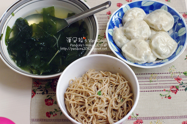 2013.12.27-海帶芽湯、玉米蔥餅、滷肉燕麥麵.jpg