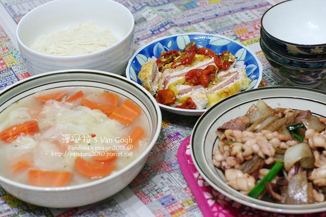 2013.12.31-奶油蔬菜湯、油漬蕃茄+火腿雞排、洋蔥炒透抽、麵線.jpg