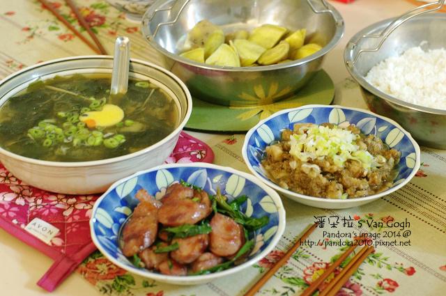 2014.01.03-海帶味噌湯、青蔥炒香腸、蒸地瓜、滷肉飯.jpg