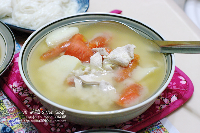 2014.01.06-雞肉胡蘿蔔馬鈴薯味噌湯.jpg