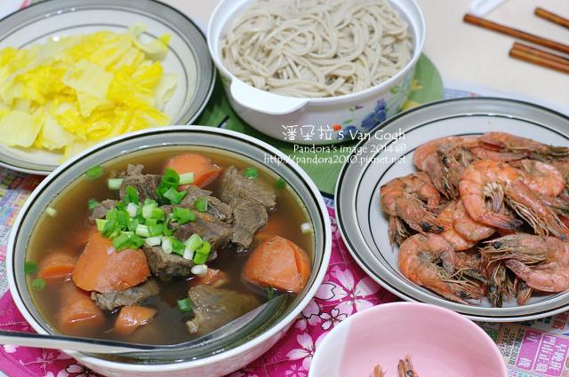 2014.01.08-清燉牛肉湯麵+黃金包白、胡椒蝦-.jpg