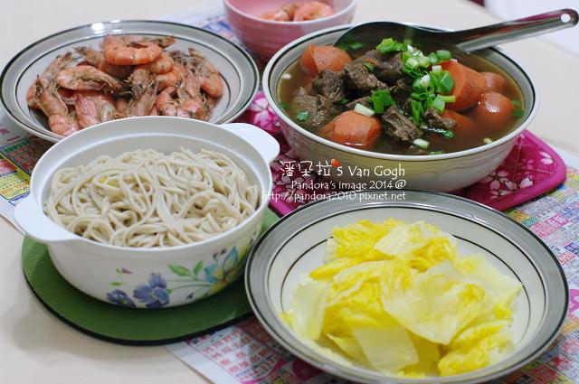 2014.01.08-清燉牛肉湯麵+黃金包白、胡椒蝦-2.jpg