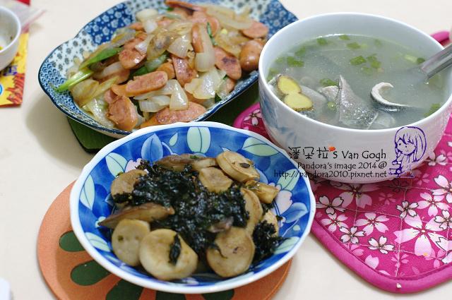 2014.02.10-德式香腸炒洋蔥、乾煸杏鮑菇、魚皮湯.jpg