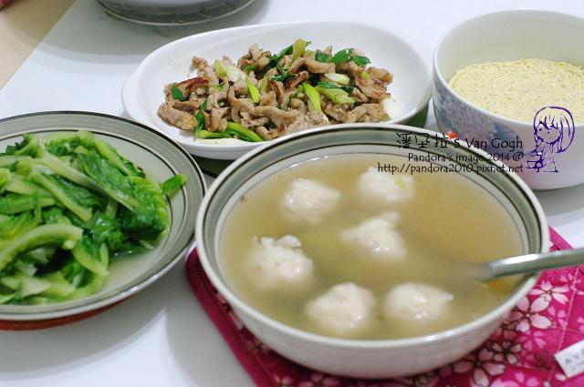 2014.02.25-花枝丸湯、青蔥炒肉絲、蒸蛋、炒蘿蔓菜.jpg